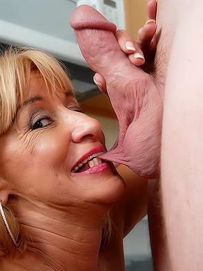 порно между мамами фото