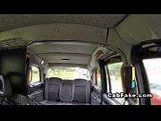Таксист трахает молодую пассажирку за бесплатный проезд